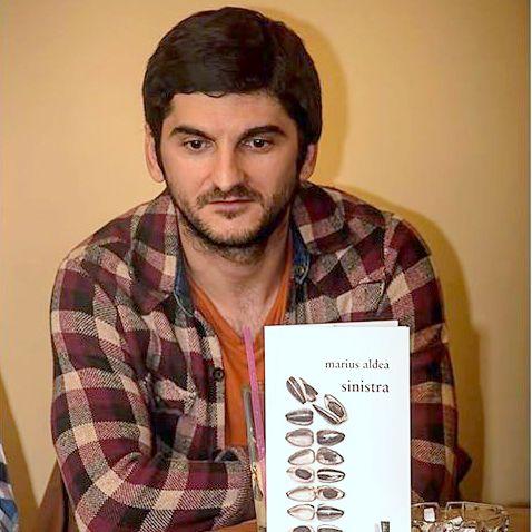 """Interviuri - De vorba cu poetul Marius Aldea - """"Bucurestiul este singurul oras din tara in care vezi la tot pasul pe cineva mai daramat decat tine"""""""