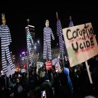 La zi pe Metropotam - Criticul de arta Pavel Susara vrea sa faca o expozitie cu pancartele de la proteste