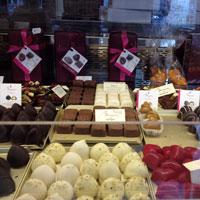 Cronici Magazine din Bucuresti, Romania - Caprices - inghetata si ciocolata belgiana in Piata Amzei