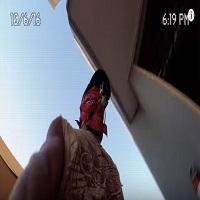 Un clip viral terifiant - un tip sare de la etajul 8 al unei cladiri si aproape rateaza apa