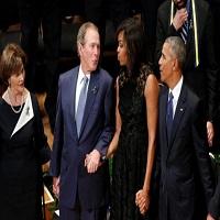 La zi pe Metropotam - Moment jenant la slujba in memoria ofiterilor de politie ucisi la Dallas -  George W Bush dansa ciudat tinand-o de mana pe Michelle Obama