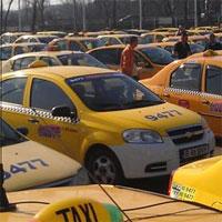 Utile - Taximetristii care vor sa mai lucreze in Bucuresti au trei saptamani in care pot sa isi prelungeasca autorizatiile