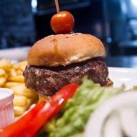 Cronici Magazine din Bucuresti, Romania - Locuri unde poti manca un burger bun in Bucuresti