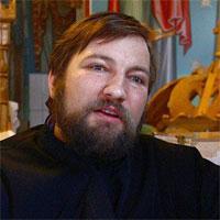 Utile - Un preot construieste un bloc pentru mame singure