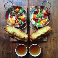 Unde Iesim in Oras? - Un fotograf iubitor pregateste zilnic un mic dejun simetric pentru partenerul sau si documenteaza acest lucru intr-un proiect foto minunat