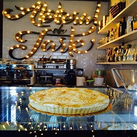 Cronici Cafenele din Bucuresti, Romania - Atelierul de Tarte - un loc foarte cool de la Victoriei, plin cu bunatati