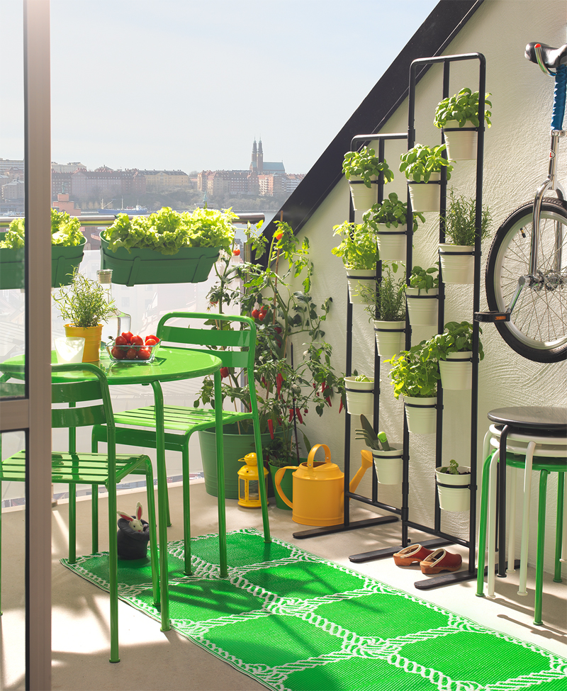 10 accesorii care ti infrumuseteaza balconul la zi pe metropotam - Ikea catalogo giardino ...