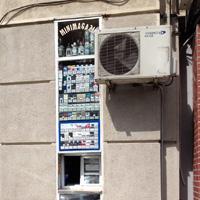 Locuri de vizitat - I <3 Bucuresti: cel mai ingust magazin din Capitala si, probabil, din lume