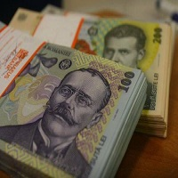 Utile - Salariul minim pe economie va fi majorat de la 1 iulie 2015