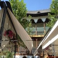 Cronici Terase din Romania - Hanu' lui Manuc - cum s-a transformat curtea legendarului loc intr-un restaurant care imbina modernul cu legenda