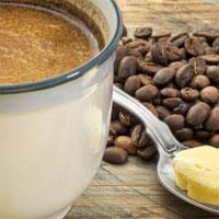 De ce sa inlocuiesti laptele din cafea cu o lingura de unt