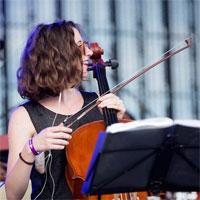 """Chestionar de Metropotam - de vorba cu violoncelista Corina Ciuplea: """"Bucuresti este Poison Ivy. Un oras superb, dar toxic."""""""