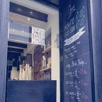 Cronici Cafenele din Bucuresti, Romania - Coffee Up - locul chic de la Unirii de unde iti poti lua cafea to go