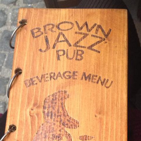 Brown Pub, locul jazzy din Centrul Vechi in care te poti retrage departe de haos