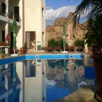 Cronici Restaurante din Romania - Idee de vacanta: Casa Enache, locul cu piscina asezata in mijlocul padurii