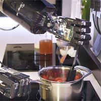 Cum arata primul robot de bucatarie care gateste o multime de retete