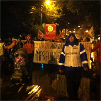 Bucurestenii nu s-au speriat de ploaie, peste 10.000 de oameni au iesit in strada