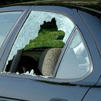 Utile - Numarul furturilor de si din masini a scazut in Bucuresti, in 2013